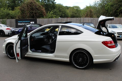 Mercedes-Benz C Class C63 AMG - 510 BHP - DIAMOND WHITE/HARMAN KARDON/PAN ROOF/DAB/COMAND -FMBSH 27