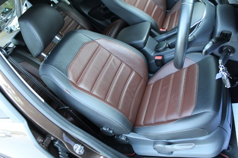 Volkswagen Amarok DC V6 TDI HIGHLINE 4MOTION - CHROME BARS - TWO TONE LEATHER - ONE OWNER 39
