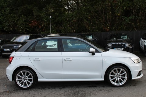 Audi A1 SPORTBACK TFSI S LINE -SAT NAV/CRUISE/PARKING SENSORS/HIGHBEAM ASSIST/2TONE 4