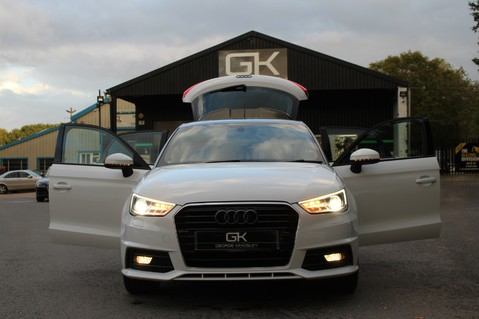 Audi A1 SPORTBACK TFSI S LINE -SAT NAV/CRUISE/PARKING SENSORS/HIGHBEAM ASSIST/2TONE 23