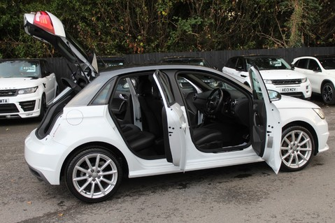 Audi A1 SPORTBACK TFSI S LINE -SAT NAV/CRUISE/PARKING SENSORS/HIGHBEAM ASSIST/2TONE 24