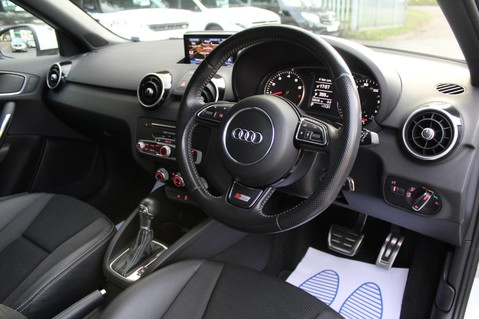 Audi A1 SPORTBACK TFSI S LINE -SAT NAV/CRUISE/PARKING SENSORS/HIGHBEAM ASSIST/2TONE 39