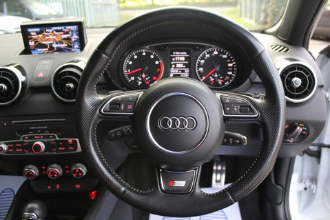 Audi A1 SPORTBACK TFSI S LINE -SAT NAV/CRUISE/PARKING SENSORS/HIGHBEAM ASSIST/2TONE 41
