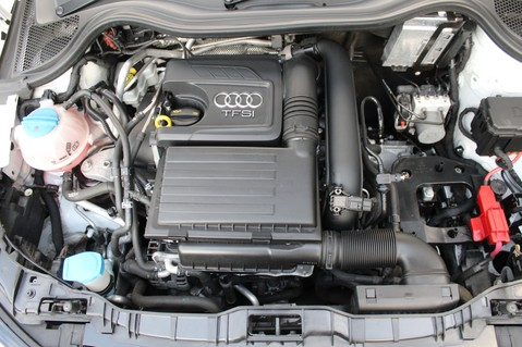 Audi A1 SPORTBACK TFSI S LINE -SAT NAV/CRUISE/PARKING SENSORS/HIGHBEAM ASSIST/2TONE 60