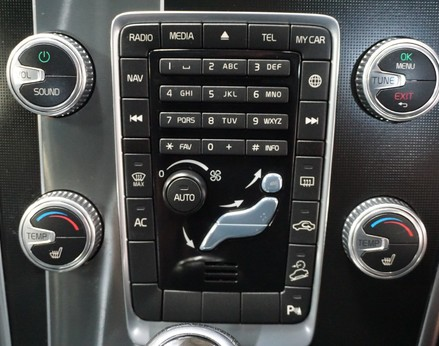 Volvo XC60 D5 R-DESIGN LUX NAV AWD 26