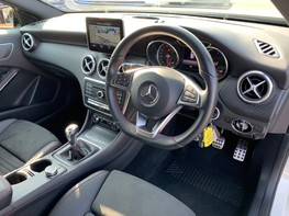 Mercedes-Benz A Class A 180 D AMG LINE EXECUTIVE 17