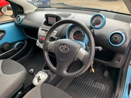 Toyota Aygo VVT-I MOVE WITH STYLE MM 17