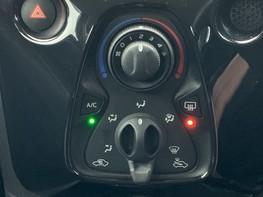 Toyota Aygo VVT-I X-PRESSION 26
