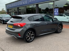Ford Focus ACTIVE X 8