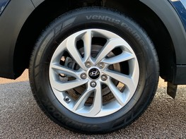 Hyundai Tucson CRDI SE BLUE DRIVE 16