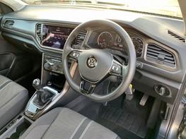 Volkswagen T-Roc SE TDI 17