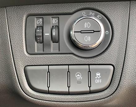 Vauxhall Viva SE AC 33