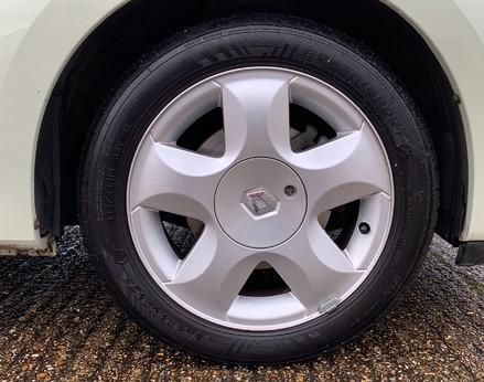Renault Twingo DYNAMIQUE 14