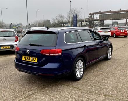 Volkswagen Passat SE BUSINESS TDI 8