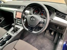 Volkswagen Passat SE BUSINESS TDI 17