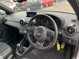 Audi A1 TFSI S LINE 17