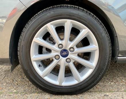 Ford Fiesta TITANIUM 13