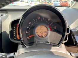 Toyota Aygo VVT-I X-CLUSIV X-SHIFT 19