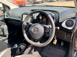 Toyota Aygo VVT-I X-CLUSIV X-SHIFT 17