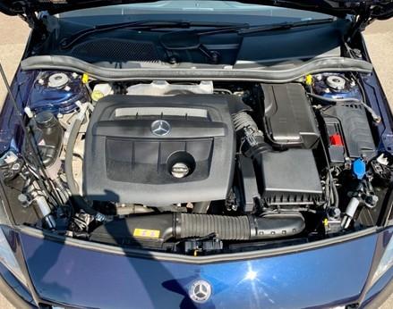 Mercedes-Benz A Class A 180 D AMG LINE 7