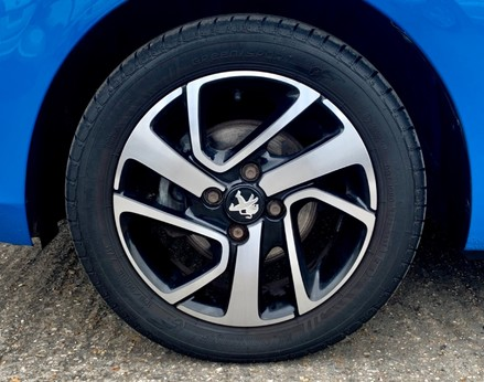 Peugeot 108 PURETECH ALLURE 13