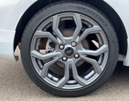Ford Fiesta ST-LINE 15