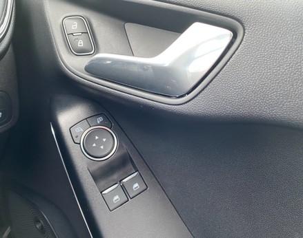 Ford Fiesta ST-LINE 44