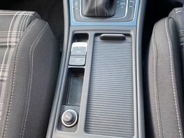 Volkswagen Golf GTD TDI DSG 32