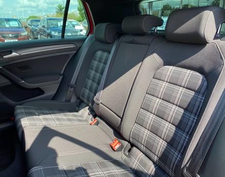 Volkswagen Golf GTD TDI DSG 46