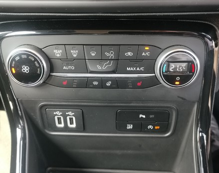 Ford Ecosport TITANIUM 25