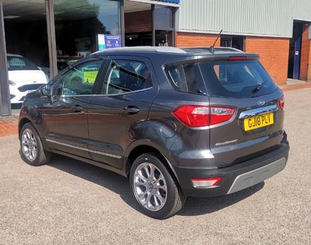 Ford Ecosport TITANIUM 9