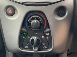 Toyota Aygo VVT-I X-PLAY 28