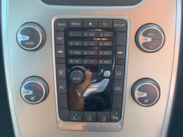 Volvo V70 D4 SE LUX 33