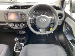 Toyota Yaris VVT-I ICON TECH 18