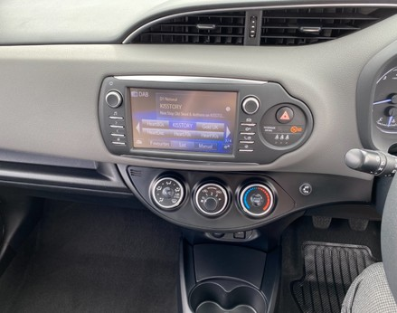 Toyota Yaris VVT-I ICON TECH 22