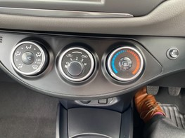 Toyota Yaris VVT-I ICON TECH 31