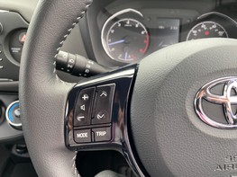 Toyota Yaris VVT-I ICON TECH 36