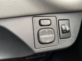 Toyota Yaris VVT-I ICON TECH 41